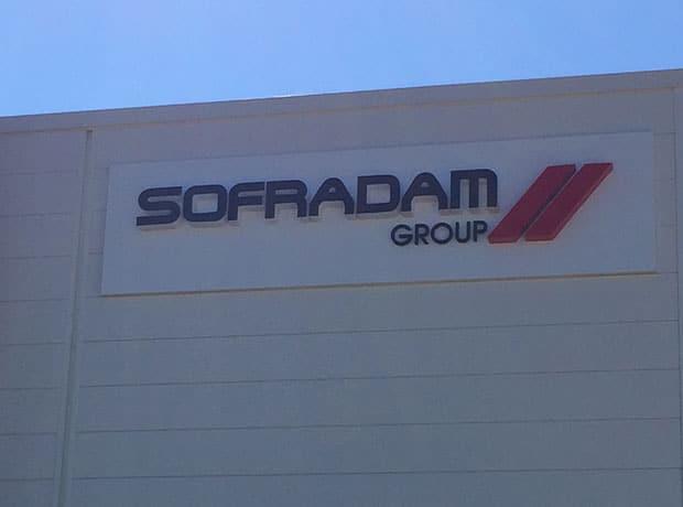Lettres boîtiers sur tôle tablette - Sofradam